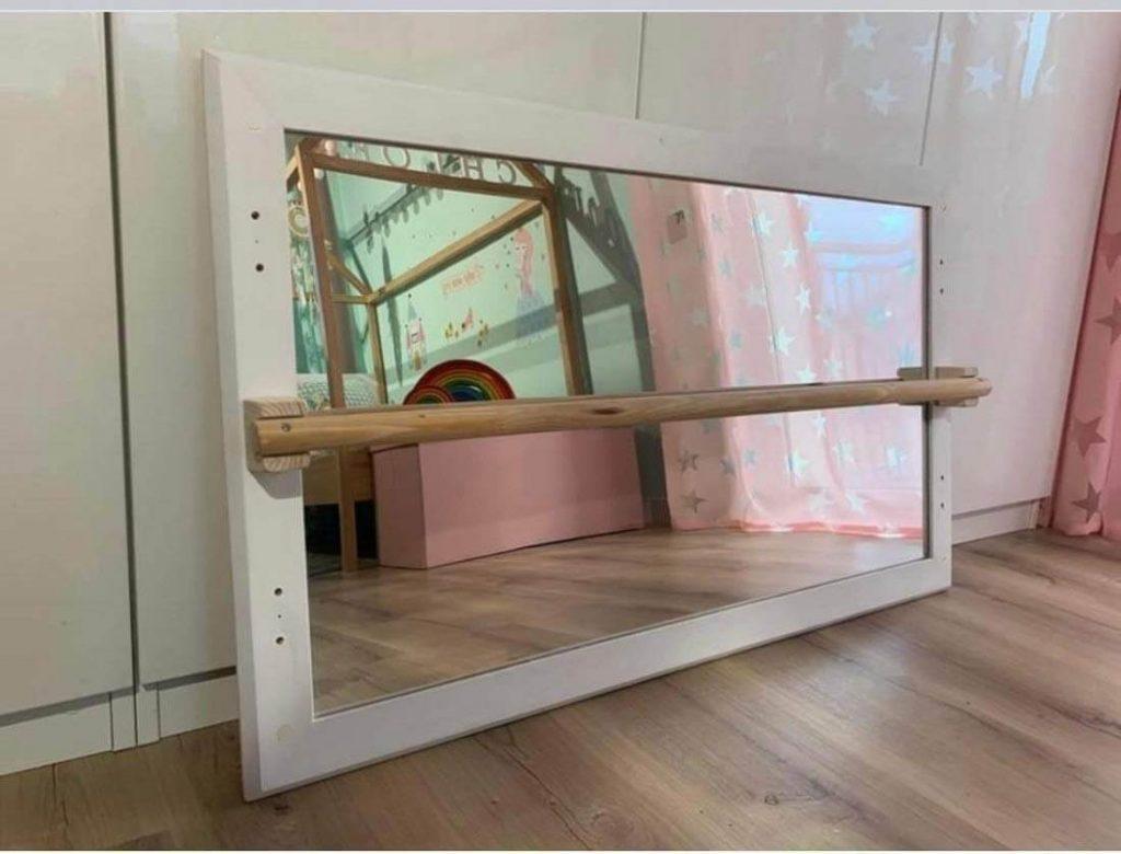 espejo con barra Montessori para niños