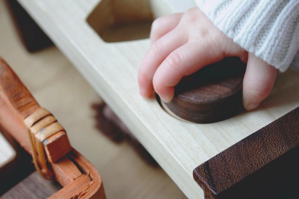 Juguetes Montessori para bebés de madera