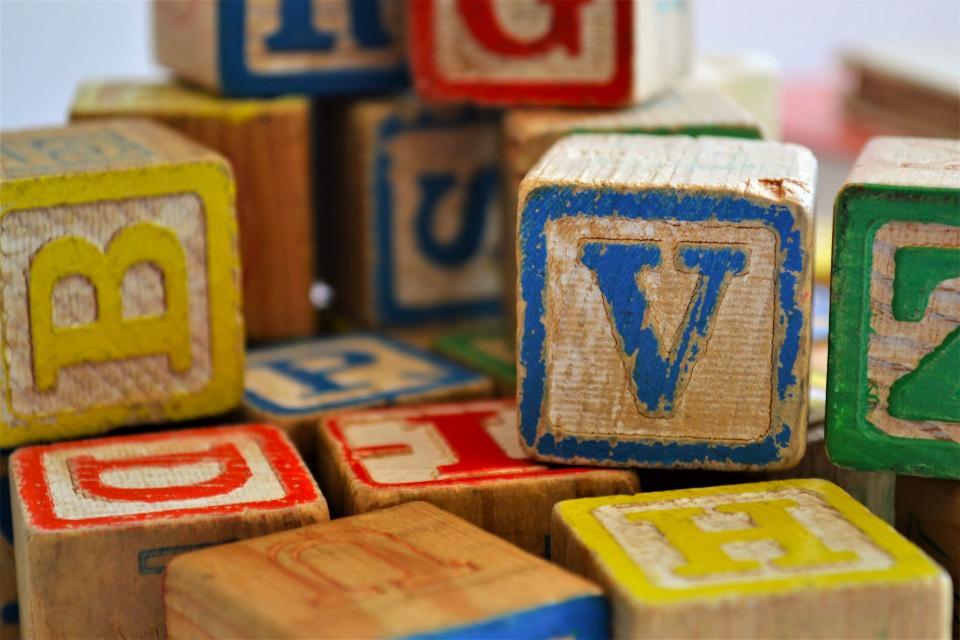 cubos de letras son juguetes Montessori