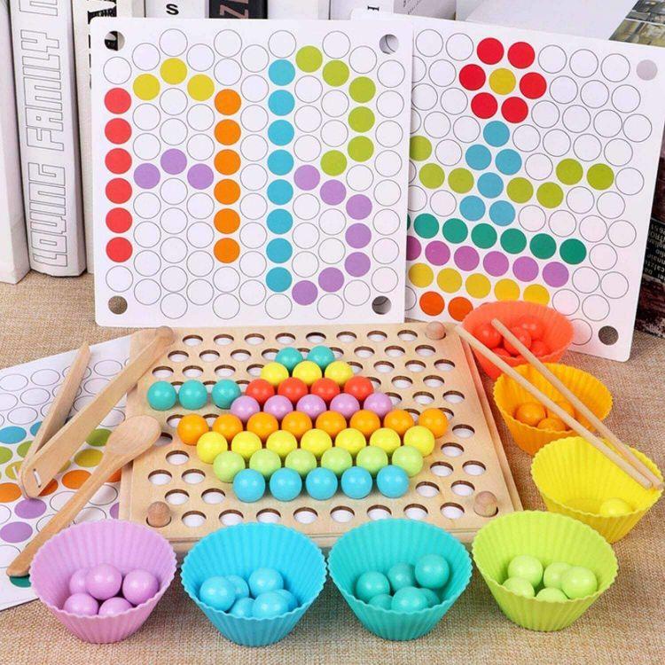 juego de palillos y cuentas tipo Montessori